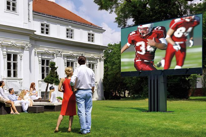 Porsche dizajnirao najveći vrtni televizor