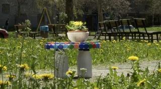 Izradite šarmantni stolić od plastične ambalaže